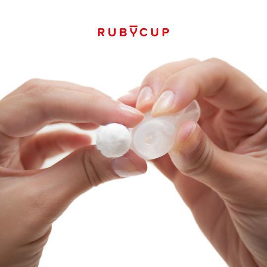 Een goed gevouwen menstruatiecup is niet groter dan een tampon